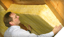 Zateplenie šikmej strechy medzi a pod krokvami